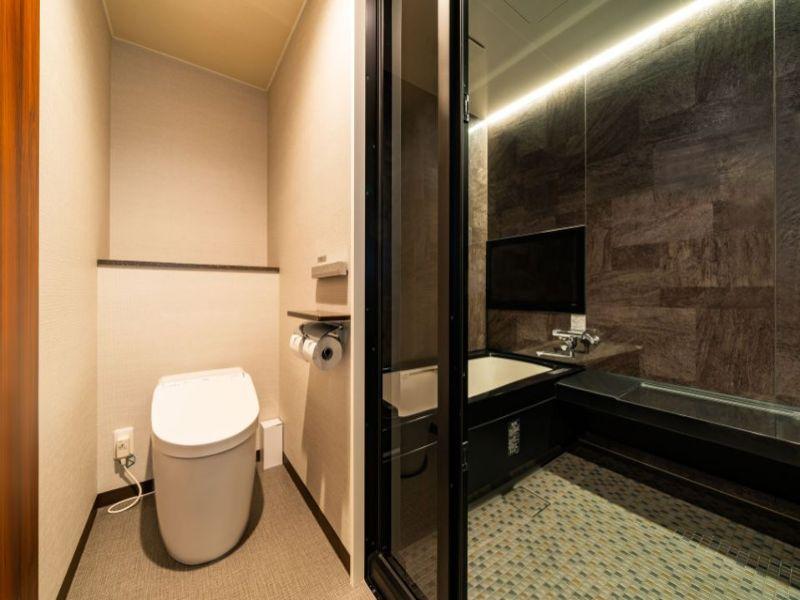 (西館セミスイートツイン)トイレとバスはセパレートになっております。
