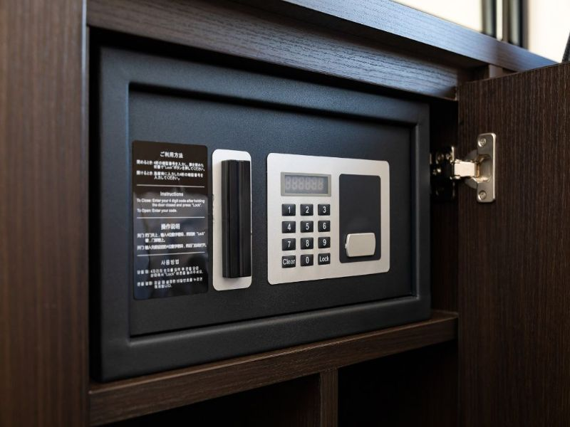 全室にセーフティボックスがございますので貴重品の保管も安心。